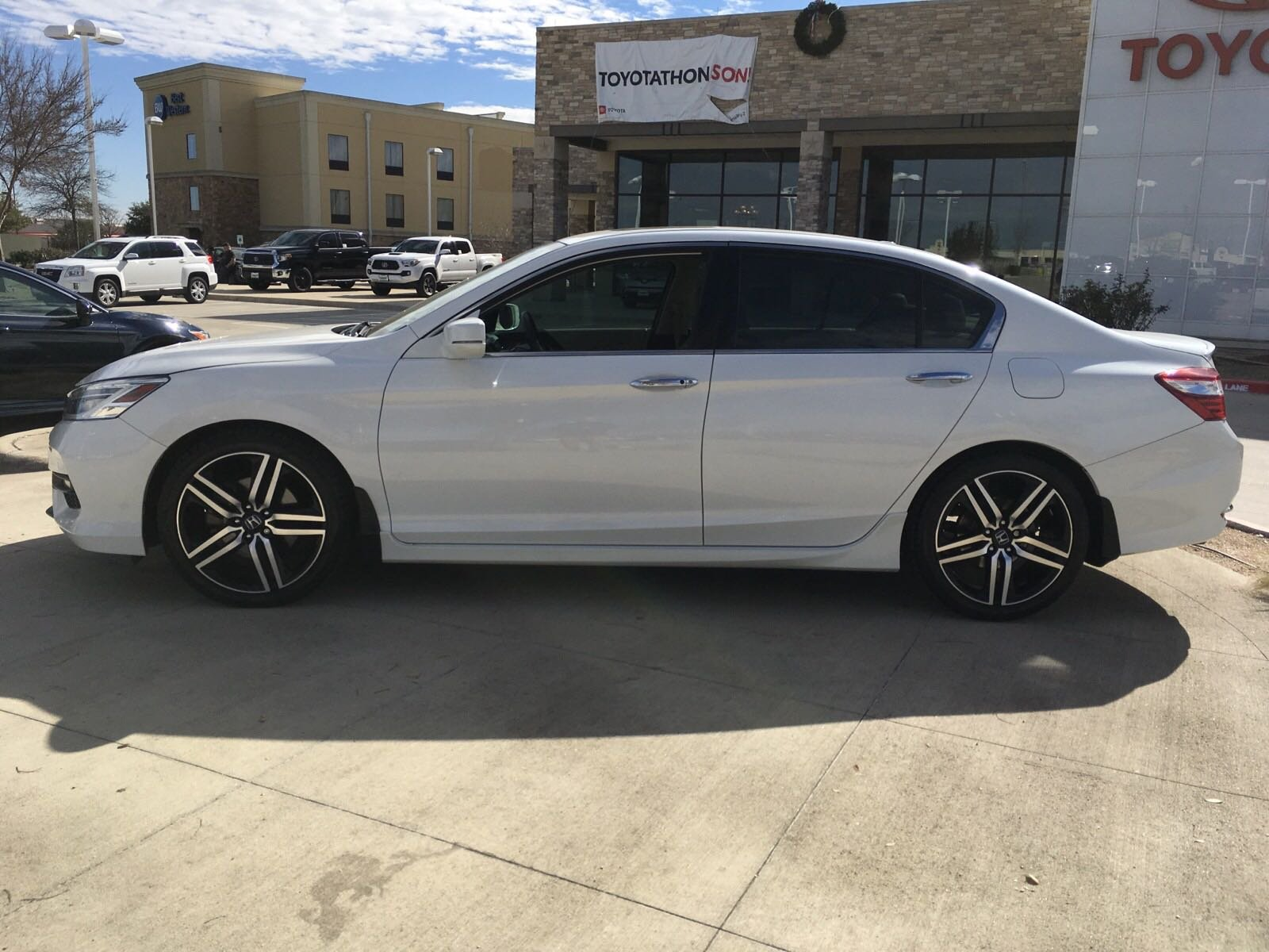 Pre-Owned 2016 Honda Accord Touring