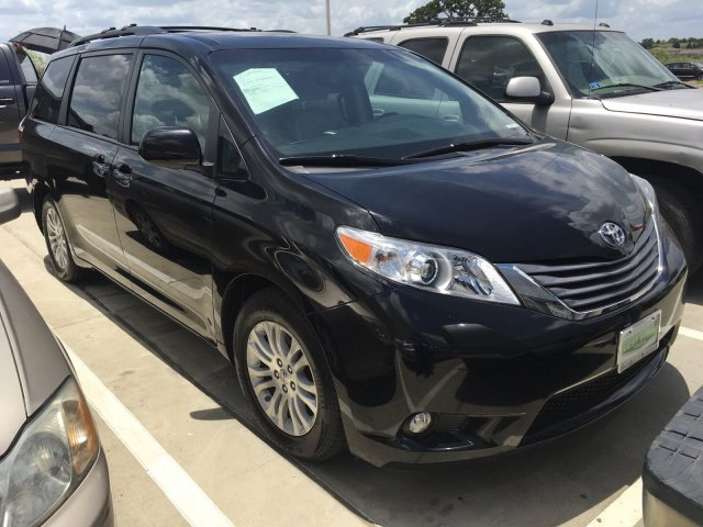 Pre-Owned 2017 Toyota Sienna XLE